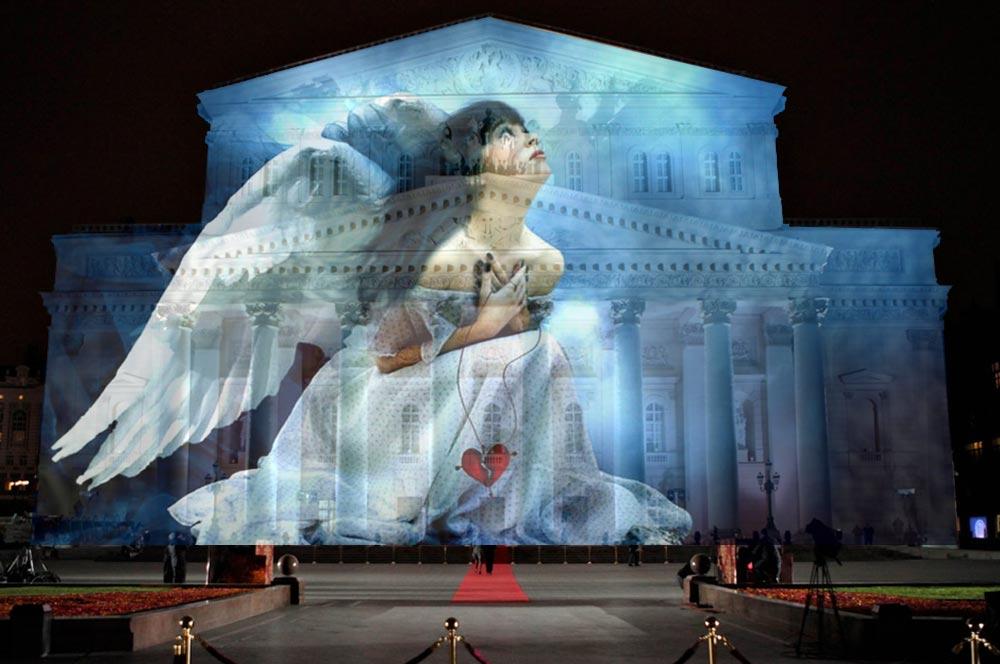 На фасаде Большого театра в Москве появились «Ангелы»