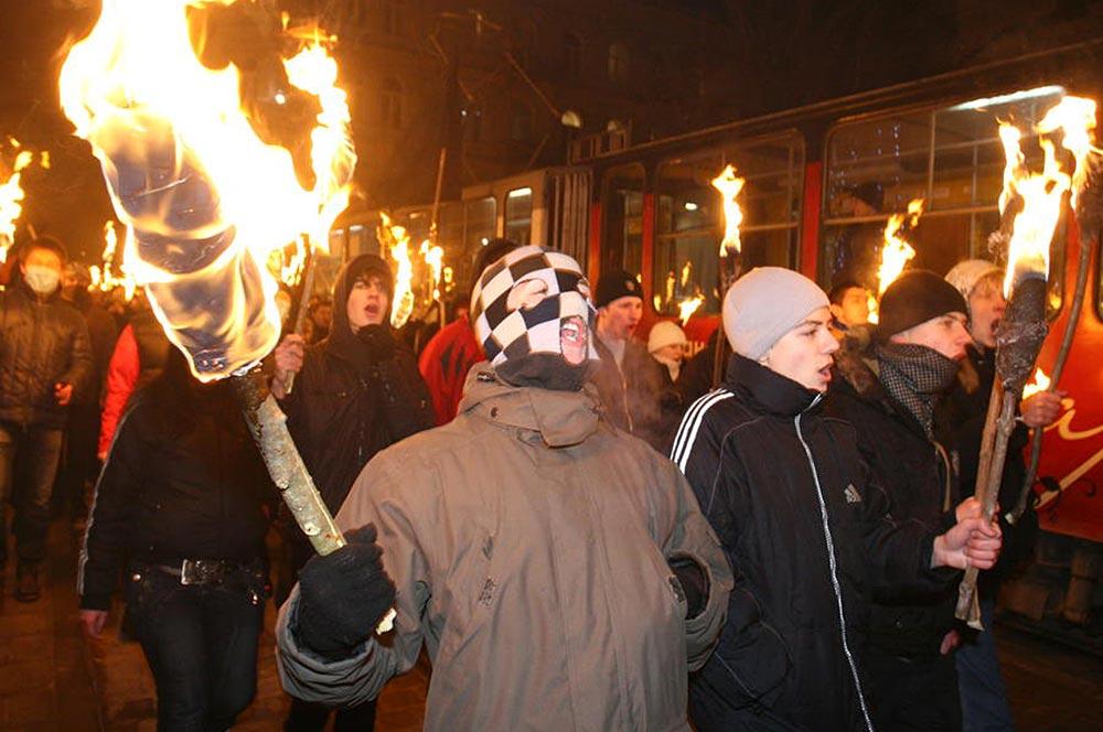 Факельное шествие необандеровцев в Киеве