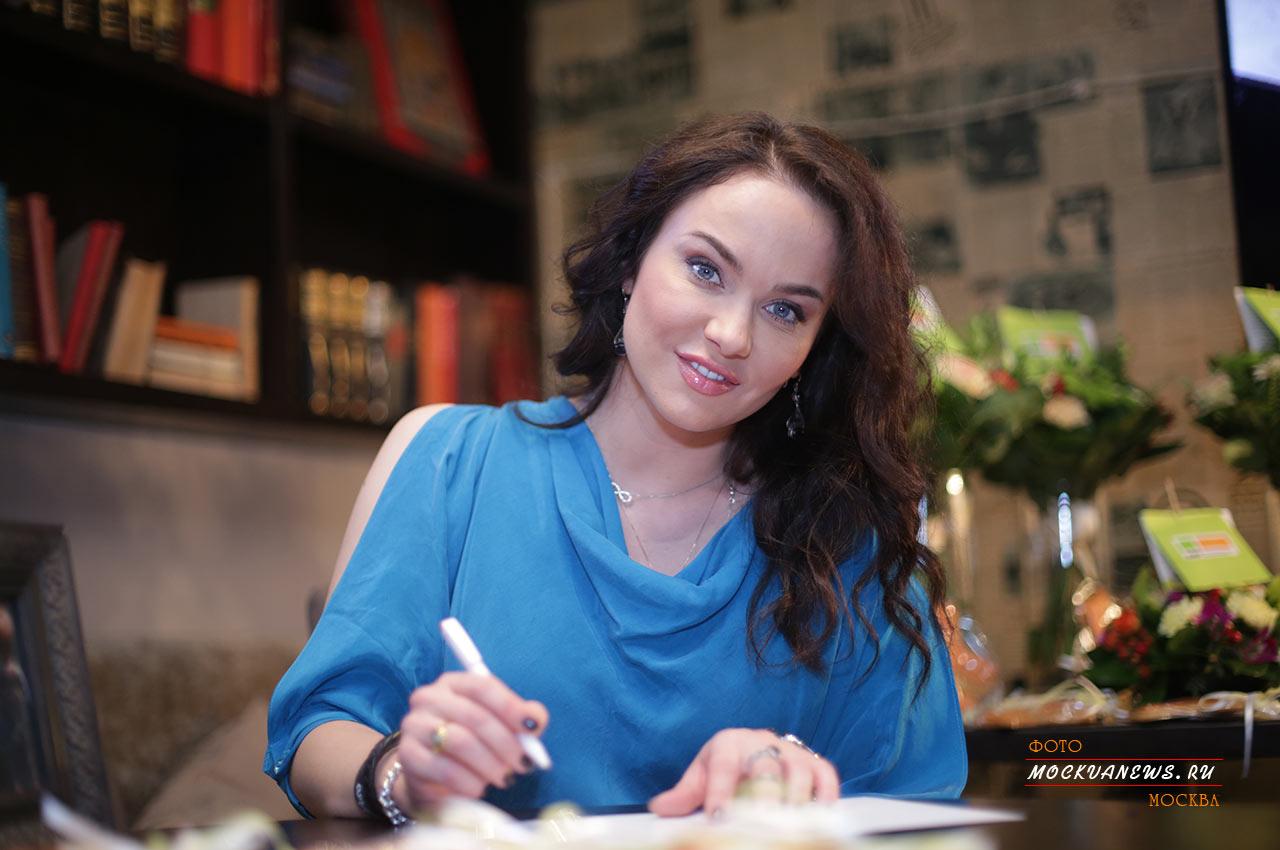 Первый благотворительный вечер #ДАРИТЕРАДОСТЬ с Ниной Курпяковой прошел в Москве