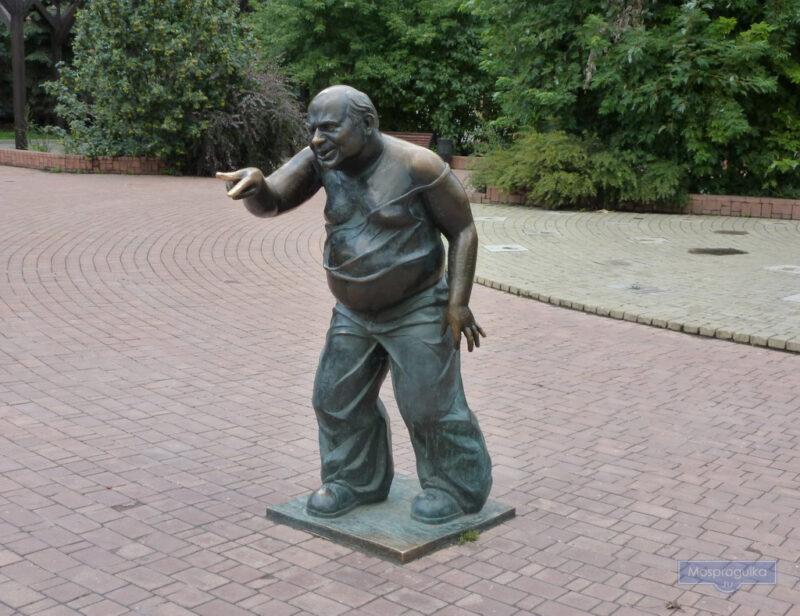 памятник евгению леонову-доценту