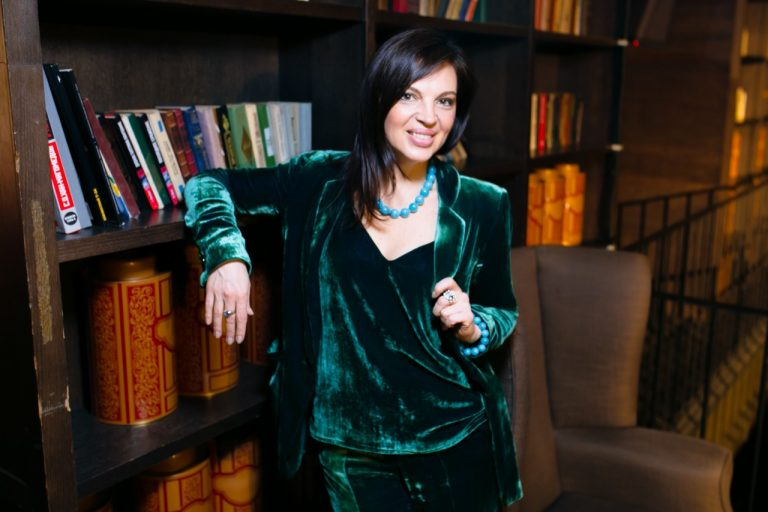 Анастасия Макеева презентовала свою коллекцию одежды в стиле «a là russe»