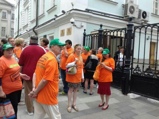 Организованная обманутыми дольщиками ЖК Царицыно акция протеста проходит у здания Правительства Москвы
