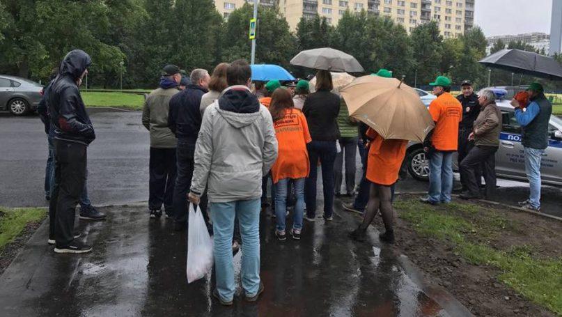 В знак протеста обманутые дольщики жилого комплекса Царицыно перекрыли Бирюлевскую улицу