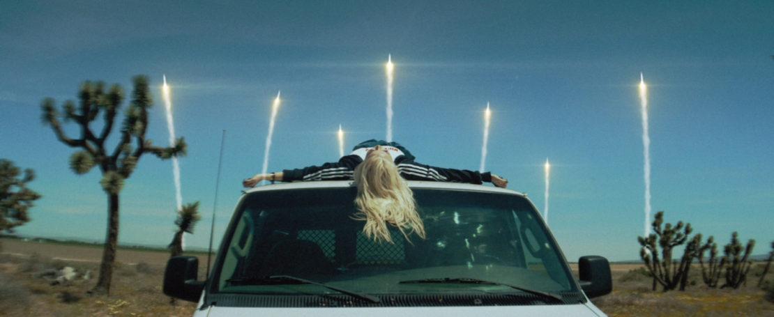 Певица Алина Гросу попала в перестрелку во время съемок клипа «Последняя ночь»