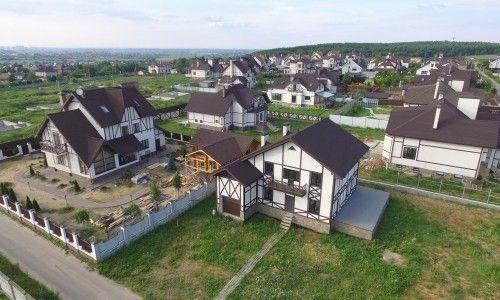 Владельцы элитного подмосковного жилья платят дань хозяину поселка