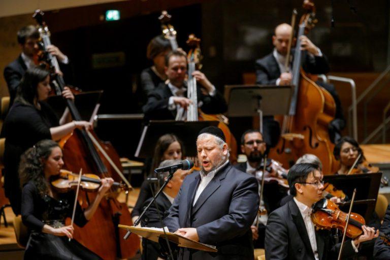 В Большом зале Берлинской филармонии выступил Немецкий национальный оркестр (Germany National Orchestra) под управлением Михаэля Цукерника (Michael Zukernik)
