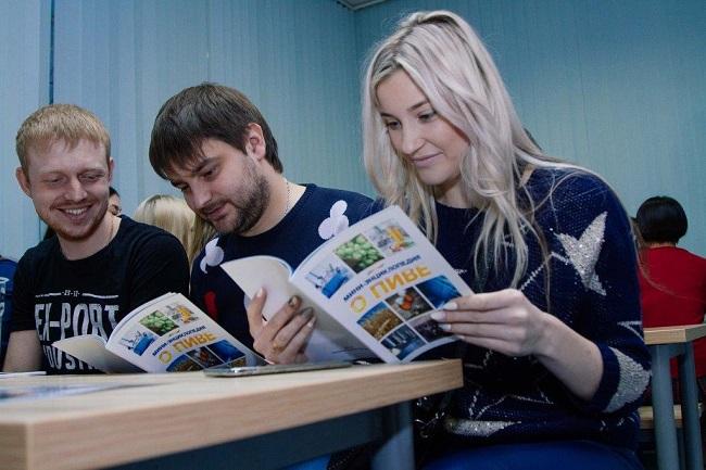 Экскурсии по производству устроила для студентов компания «Балтика»
