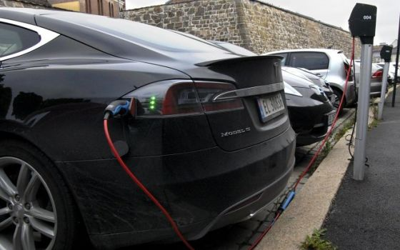 КРЭТ выпустит 600 электрозарядных станций для автомобилей