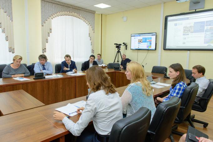 Глава Депобра ответил на вопросы педагогов в прямом эфире