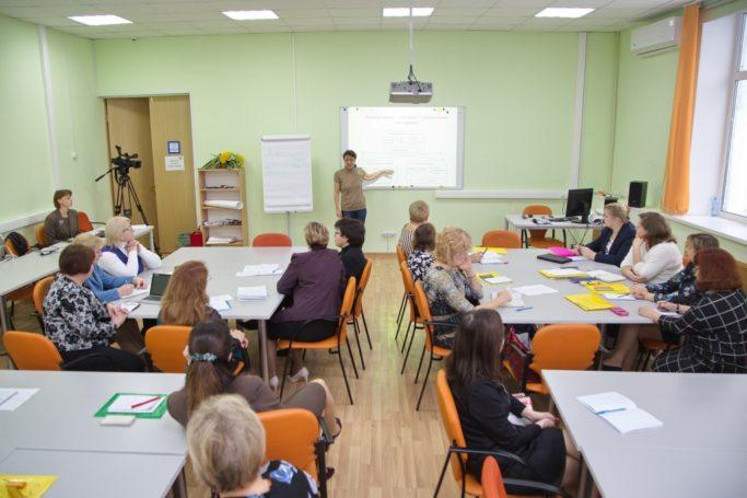 Исаак Калина рассказал о стратегии развитии школьного образования в Москве, предпрофессиональной подготовке и результатах московских школьников