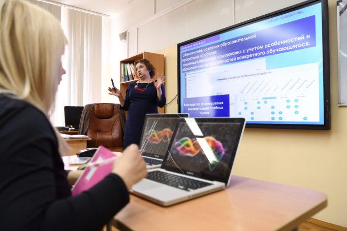 Более 200 учителей получили гранты за развитие МЭШ