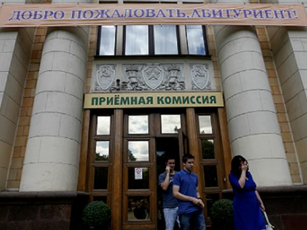 В московских вузах становится больше столичных школьников