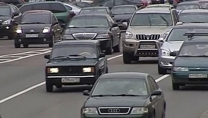 ГБУ Автомобильные дороги выбрал понедельник для смены бордюра на Можайке
