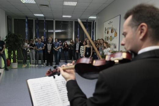 В Новосибирской пивоварне «Балтика» струнный ансамбль устроил концерт