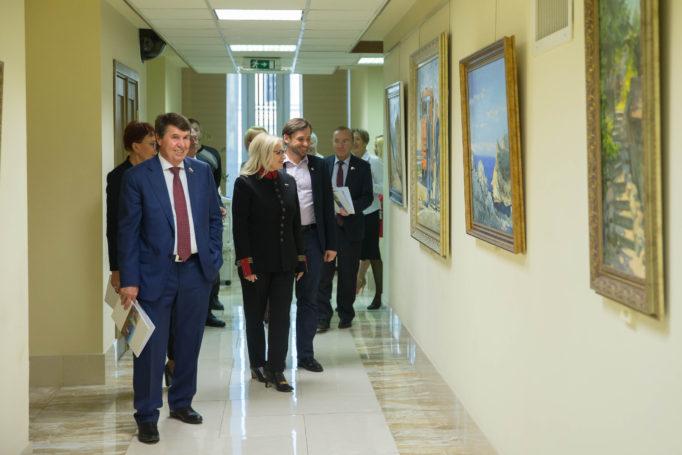 С выставкой «Крымский мост» познакомились российские сенаторы