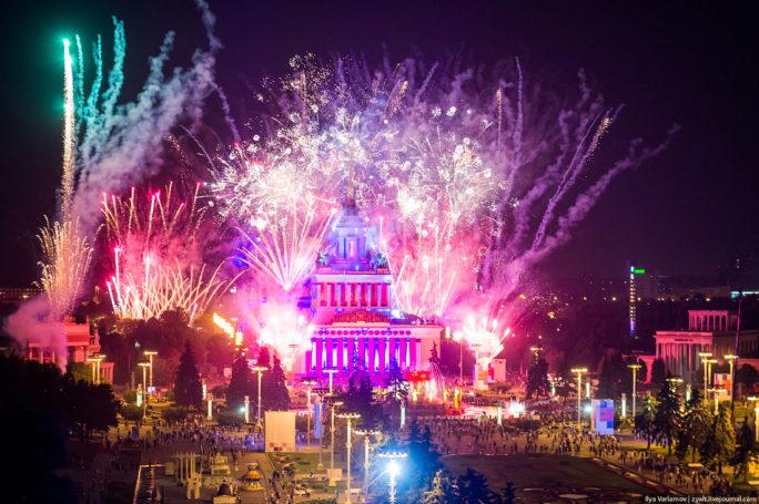 На ВДНХ новогоднюю ночь встретят масштабным праздничным фейерверком