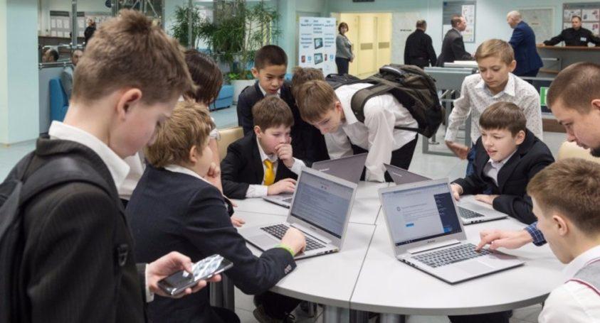Руководитель Департамента образования и науки столицы Исаак Калина сообщил, с чем распрощались школы Москвы