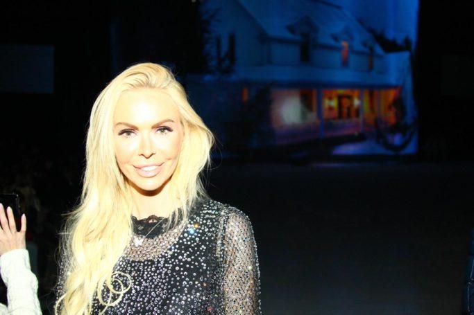Алиса Лобанова побывала на закрытой премьере ледового шоу «Лебединое озеро»