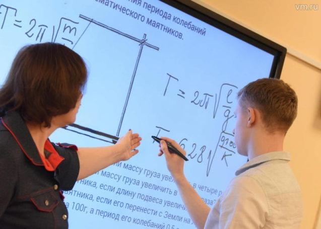 Премьер-министр узнал об особенностях работы образовательного проекта «Московская электронная школа»