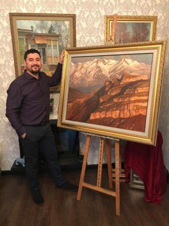 Российский художник Александр Абинов подарил Хабибу Нурмагомедову картину «Величие гор»