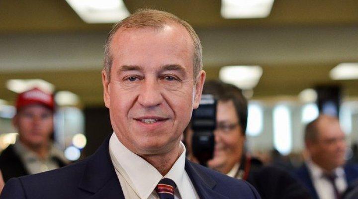 Губернатора Иркутской области Сергея Левченко требуют уволить за издевательства над медведем