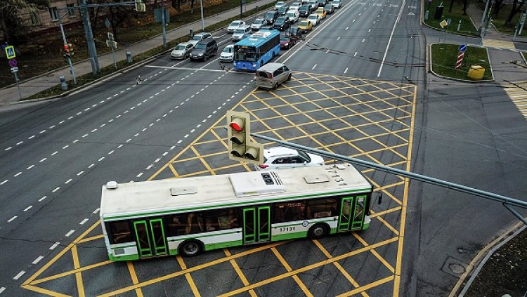 Штрафы за «вафельницу» позволят общественному транспорту поехать