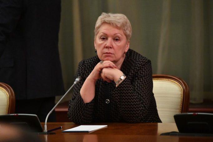 Президент призвал главу Минпросвещения следить за зарплатами школьных преподавателей в регионах