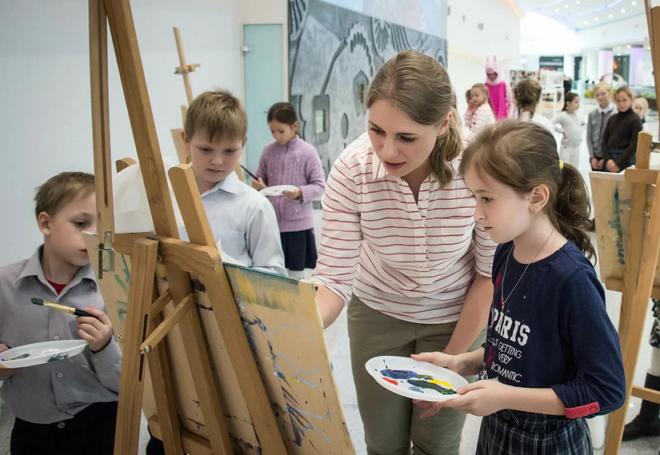 В Москве продолжается реализация программы «Столичное образование» – Исаак Калина