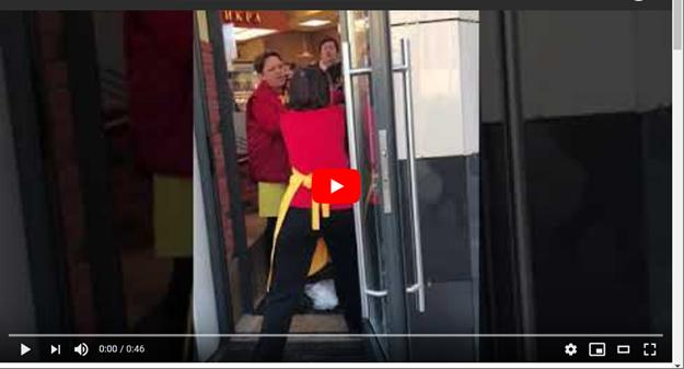 Продавщица изгоняет дьявола из покупательницы (видео)