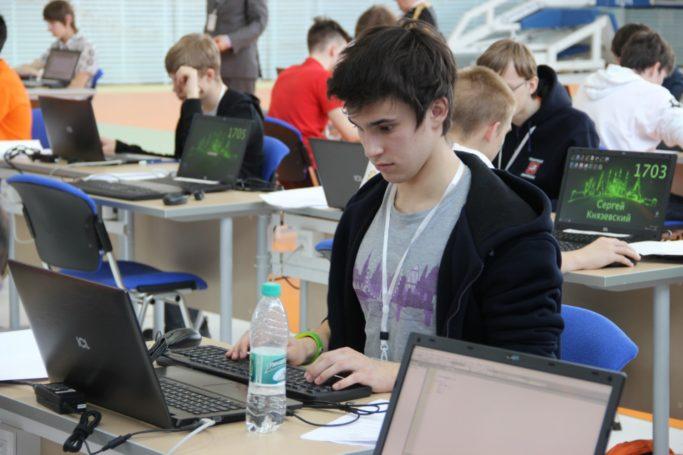 Высокие результаты на Всероссийской олимпиаде по информатике показали школьники Москвы