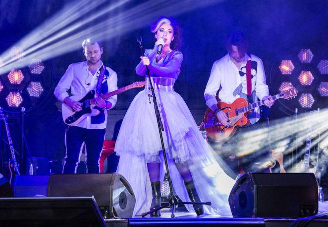 Неформатная певица Лина Милович выступила с новым шоу в Москве