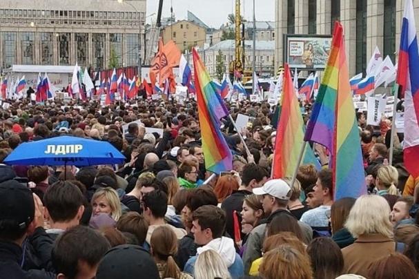 Мнение экспертов: опросу либералов о 80% москвичей на Сахарова не стоит верить