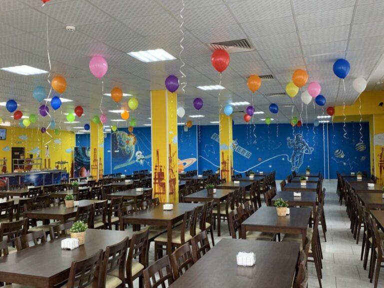 Микросхемы, космос и карнавал: в Москве продолжают открывать школьные рестораны
