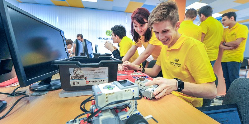 Андрей Зинин пригласил школьников провести «Научные каникулы» с ведущими вузами Москвы