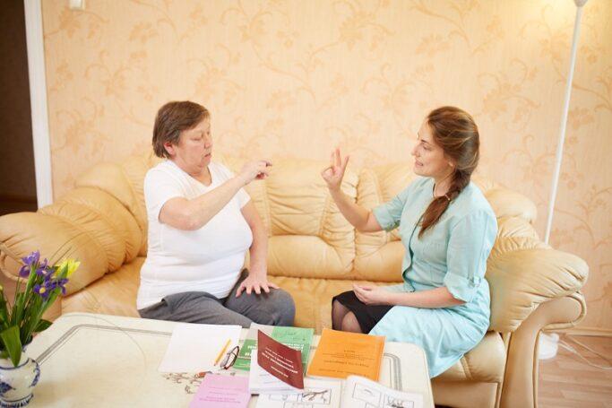 Как общаться пациенту после инсульта, если нарушена речь