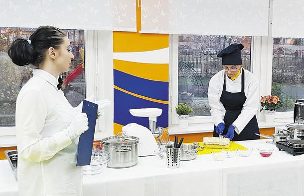 С пользой для здоровья: в школах Москвы продолжаются кулинарные мастер-классы