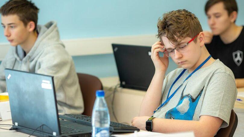 Столичные школьники выиграли шесть медалей в финале ХХ Всероссийской олимпиады по программированию