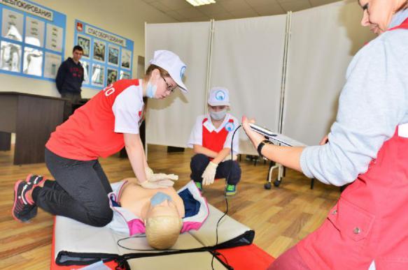 В школах столицы в третий раз стартовало городское соревнование «Скорая помощь»