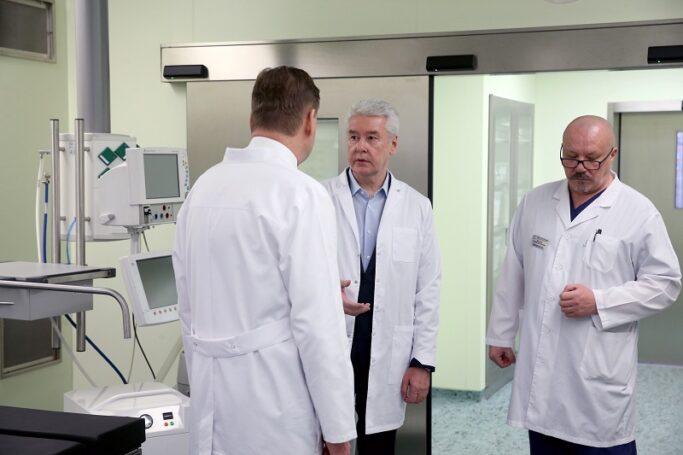 Глава столицы осмотрел отремонтированный корпус онкобольницы №1