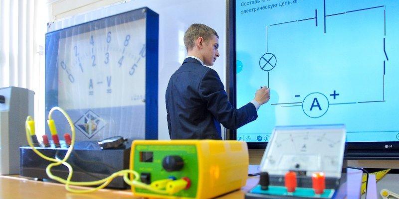 Учителя не из Москвы впервые получили гранты за развитие «Московской электронной школы»