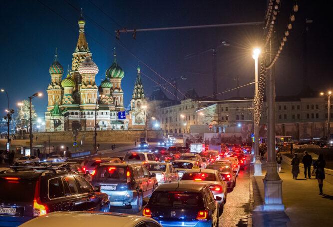 Мэрия Москвы попросила автомобилистов пересесть на общественный транспорт