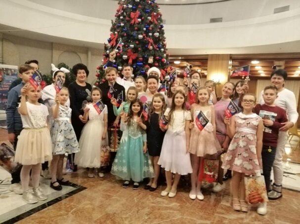 В канун рождества на президентскую елку в Москве приехали дети из Донбасса