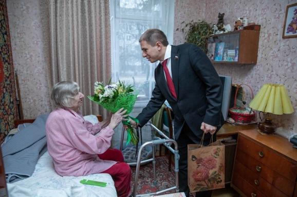 Михаил Романов поздравил с новогодними праздниками ветеранов ВОВ и долгожителей Фрунзенского района