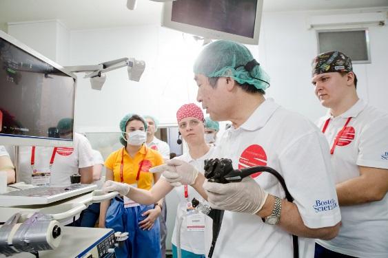 Компания «Амадей Принт» изготовила поло для участников Международного фестиваля эндоскопии и хирургии