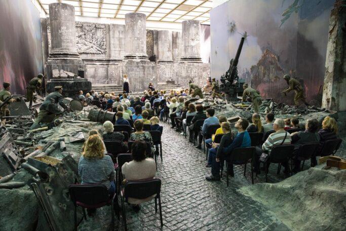 Школьники столицы смогут познакомиться с историей фронтовых театров