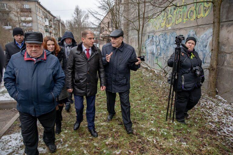 Михаил Романов совершил осмотр проблемных объектов поселка Понтонный