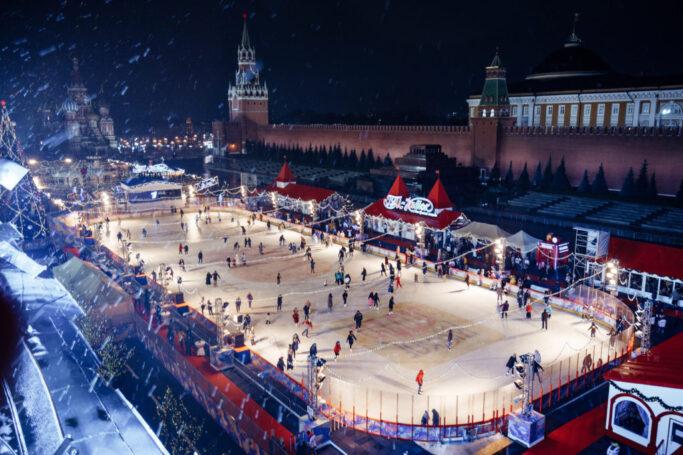 К Чемпионату мира по керлингу в Москве приостановлена работа ГУМ-катка