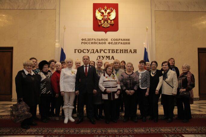 Михаил Романов организовал для ветеранов Фрунзенского района экскурсию в Госдуму