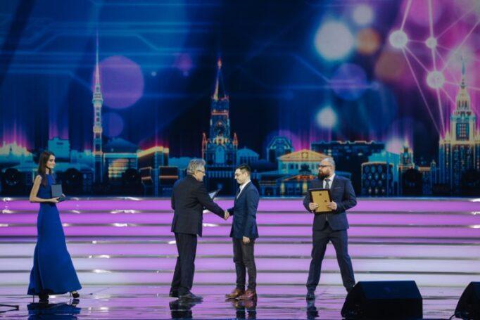 Церемонию вручения премий Правительства Москвы молодым ученым открыл руководитель Департамента образования и науки Исаак Калина