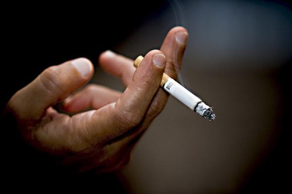 Потребители бестабачных смесей вернулись к сигаретам